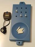 Prueba de clavijas con nueve orificios / 9 hole peg test kit